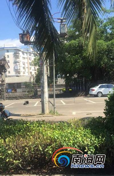海口海瑞故居门前停车场安铁桩阻止停车管理处:与管理处无关