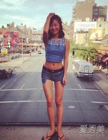 刘欢24岁女儿近照曝光 性感美艳身材好
