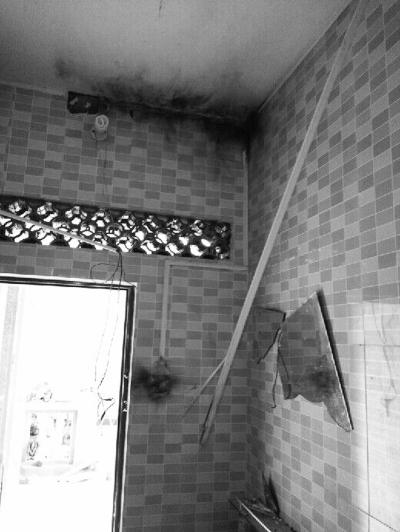 琼海平房遭雷击镜子碎了一地村民睡木床躲过一劫