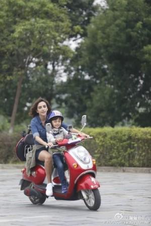 岳母坐我摩托车小说