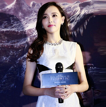 《九层妖塔》北京首映 唐嫣佩戴通灵珠宝显知性