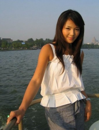 当红明星生活照 刘亦菲脸小最上镜