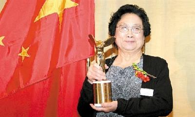 中国药学家屠呦呦获诺贝尔奖因青蒿素与海南结缘