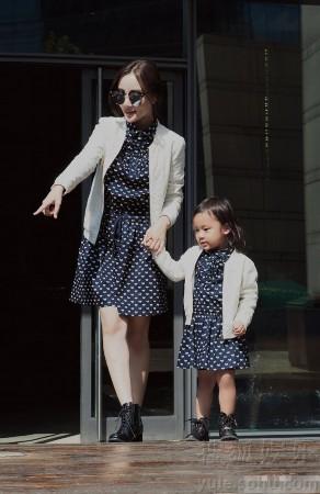 是母女似闺蜜 李小璐晒与甜馨亲子照 亲密有爱图片
