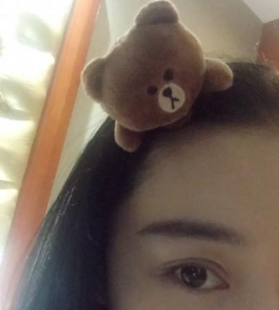 张馨予戴小熊发箍大眼迷人