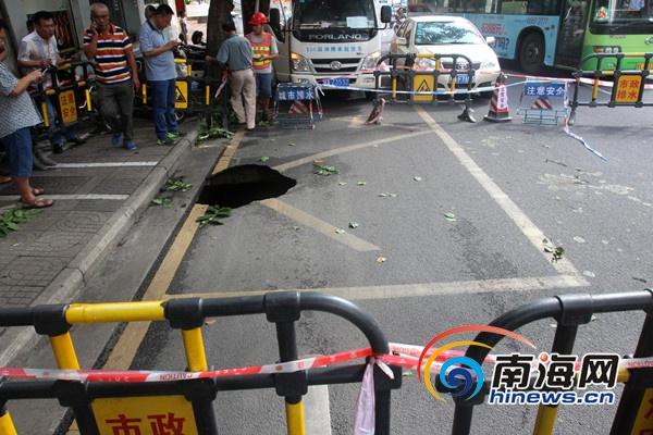 海口海府一横路出现塌方掏空空洞达150立方米