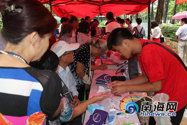 海口30余名糖尿病防治专家为市民免费义诊