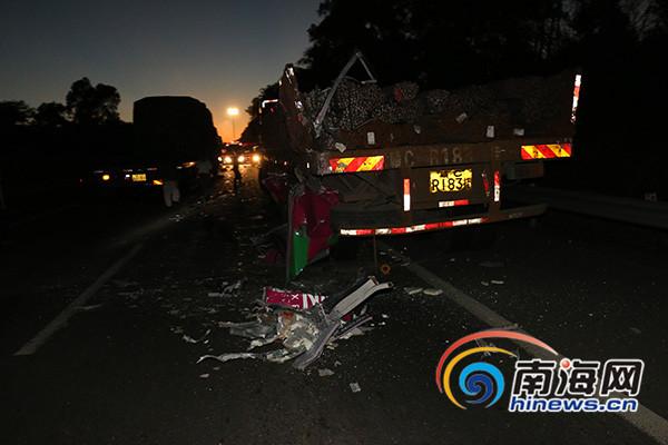 海汽大巴在海南环岛高速与重型货车刮蹭致4死7伤