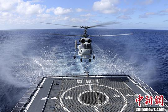 中国海军在南海某海域举行潜舰机实兵对抗演练