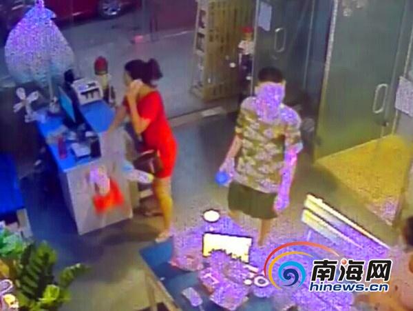 三亚女子称买到问题羊奶粉退货遭拒怒砸店5分钟