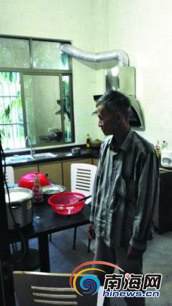 <b>琼海龙山村电压低至150V村民煮饭一小时还没开</b>