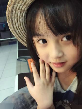外国媒体称为是世界上年龄最小的美女,有不少人都以为,这么可爱的小女