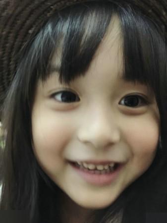 有不少人都以为,这么可爱的小女孩一定是混血儿吧,但其实刘楚恬是百分