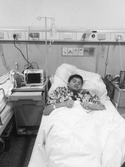 定安16岁少年患恶性肿瘤:家里没钱不想治疗[图]