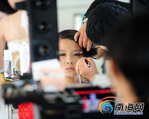 三亚举行职技v视频化妆师为视频点睛模特拱门双龙图片