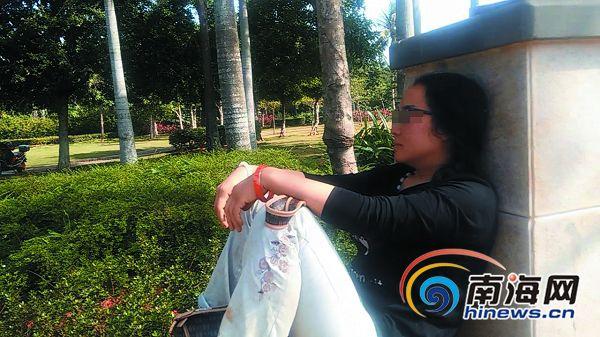 海口:女子露宿公园10余日身着名牌还化妆喷香水