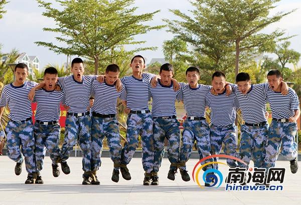 """海军驻三亚某部首届军事运动会""""战味""""浓[图]"""