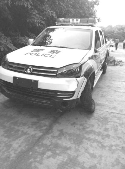 昌江无牌警车与摩托车相撞摩托车驾驶人多处骨折