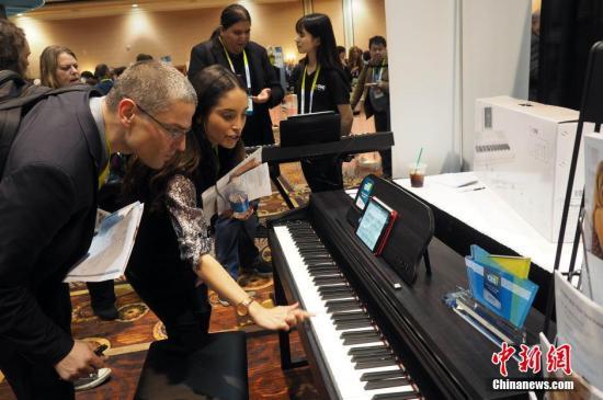 的TheONE智能钢琴,是全球第一台通过苹果公司MFi认证的智能钢琴