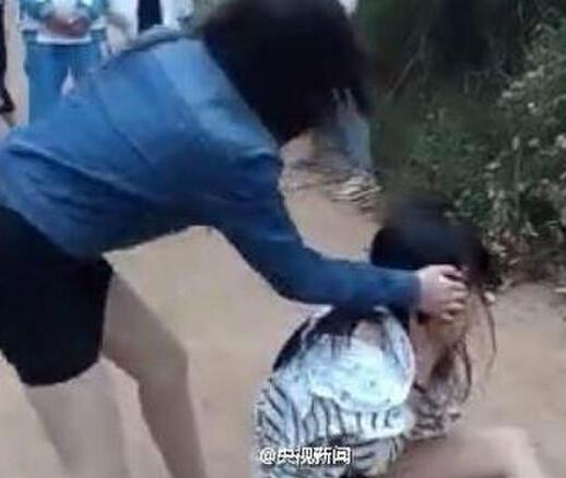 女人打架撕衣服视频外国版