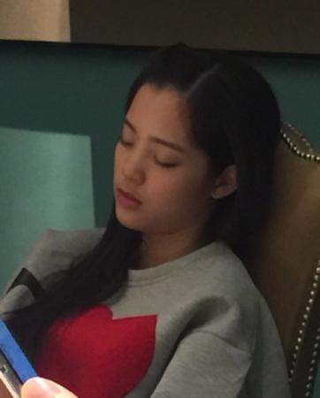 王晶偷拍15岁欧阳娜娜睡觉:有机会成爱情片女王