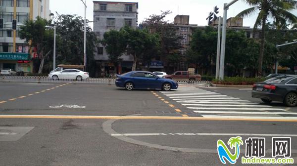 海口人行道:有斑马线路口被拦