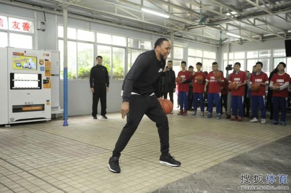高清图:马里昂走进广州聋人学校 探访听障儿童图片