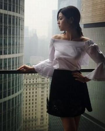 好丝袜!陈妍希晒美照穿露肩上衣性感性感造型大腿的到身材图片