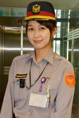 台湾最美女警黄衣淳走红-台湾最美长腿女警辣的不要不要的 盘点全球