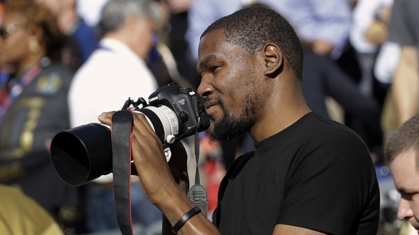nba球星观战超级碗:kd成摄影师