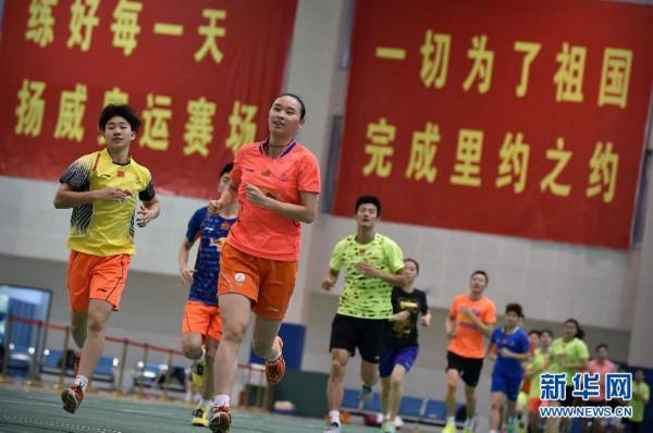 中国羽毛球队假日苦练备战里约