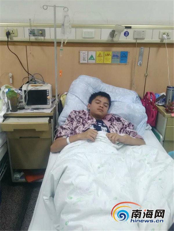 <b>海南定安16岁男孩患骨癌截肢保命无力承担巨额治疗费</b>