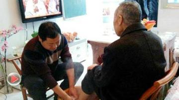 湖北长阳要求官员为父母洗脚并拍照上交