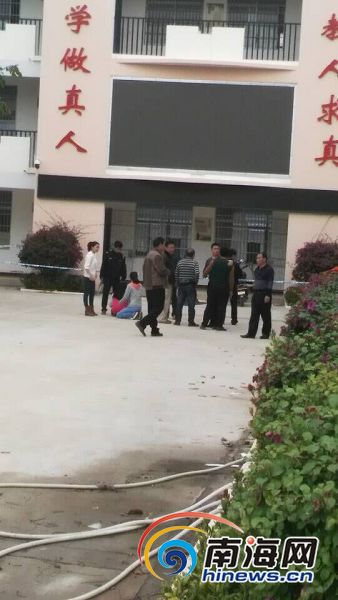 东方一男生教学楼前身亡校方称已多日未到校上课