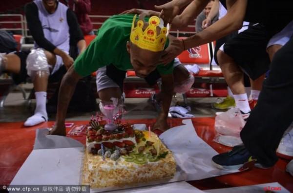 颜射!北京队的传统:生日&quot拍蛋糕&quot