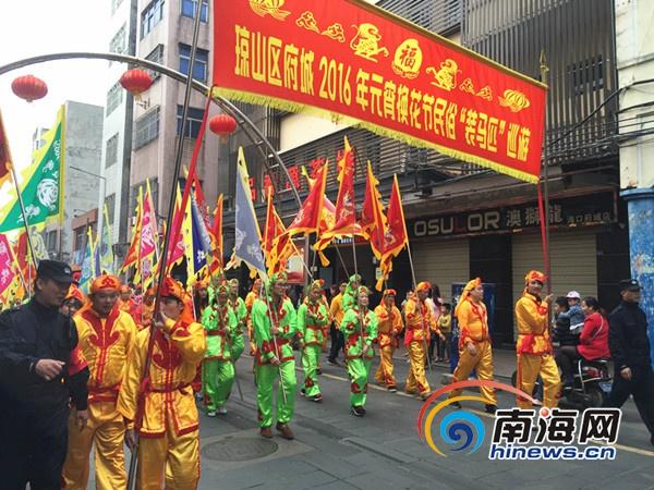 """海口府城举行""""装马匹""""民俗巡游活动欢度元宵节"""