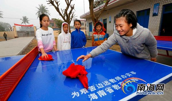 儋州新州镇英均小学开启新校门迎接新学期