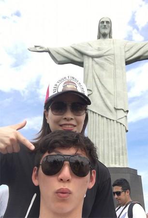 跳水队游览巴西基督山 争相合影耶稣像 - epfe-72205 - 天国证道
