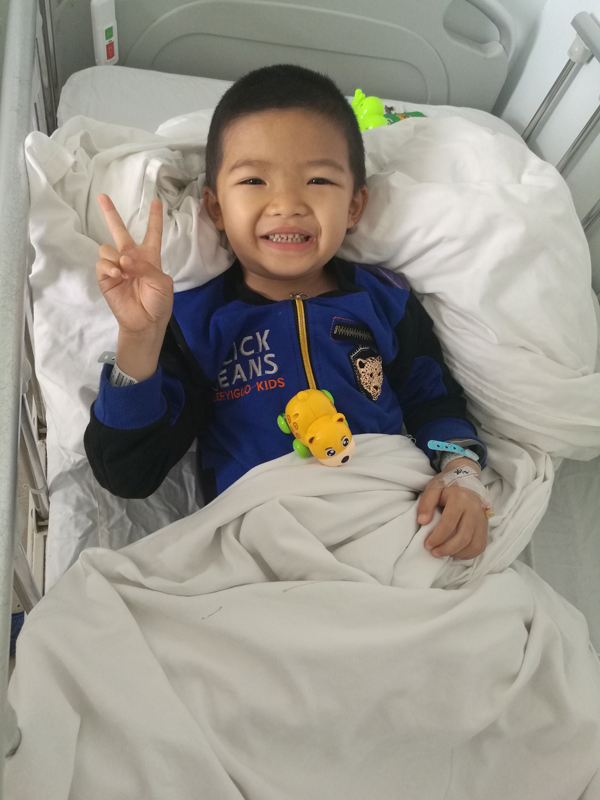 陵水7岁男童患慢性肾功能衰竭透析后笑容刺痛所有人
