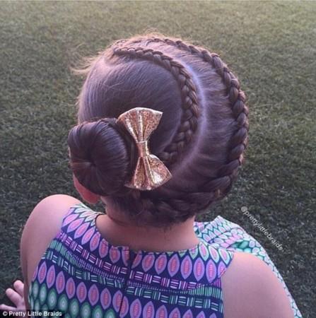 有一个会编头发的妈妈 真的能在女儿头上玩朵花