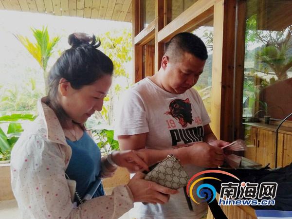 """半小时为游客找回万元现金海南槟榔谷员工被赞""""活雷锋"""""""