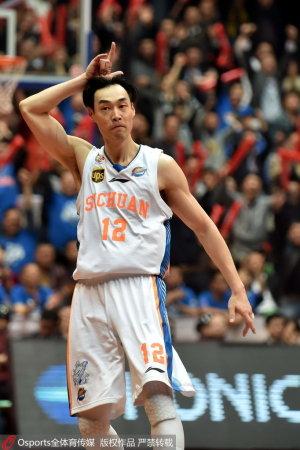篮球比赛犯规罚球裁判员手势图解