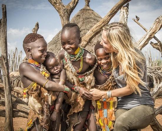人体艺术女性露阴_最极限人体艺术:非洲部落女性敲掉下牙戴上唇盘