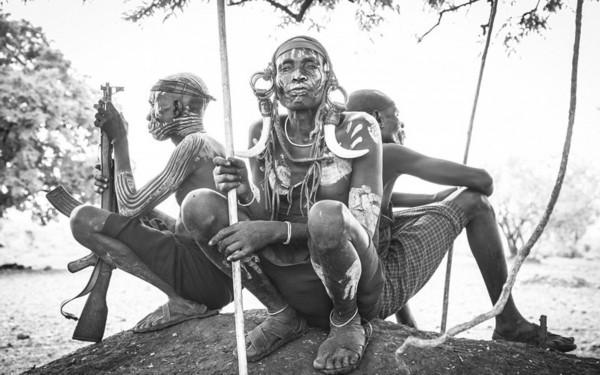 六马人体艺术照片_全球最极端人体艺术:苏尔马人的唇盘