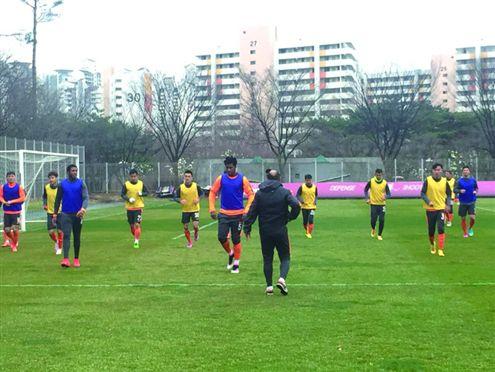 FC首尔VS鲁能泰山图片