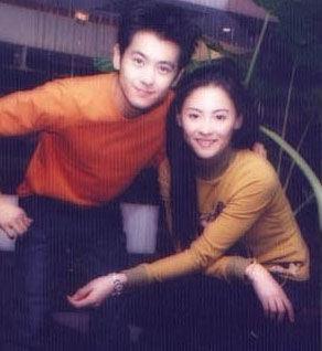 据传当年张柏芝和陈晓东是一对相爱的情侣,可惜最终两人没有能在一起