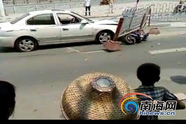 """儋州一轿车失控""""发狂""""连撞多车致多人受伤"""