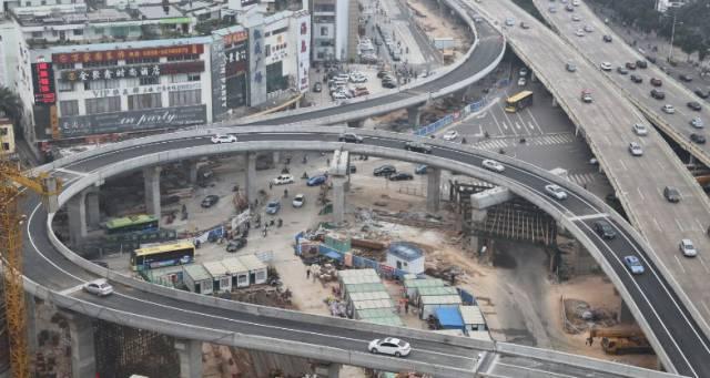 <b>海口海秀快速路项目速度加快有望提前建成通车</b>