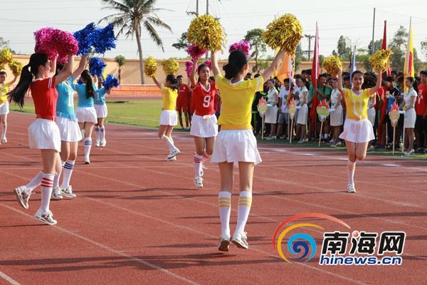 2016年海南省中学生运动会足球赛开幕式上的啦啦队宝贝表演.图片