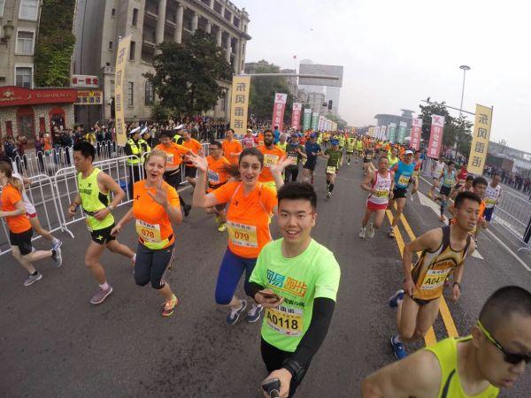 北京时间4月10日,武汉马拉松.-范冰冰武汉马拉松遭围堵离场 自爆曾...图片 58699 600x450